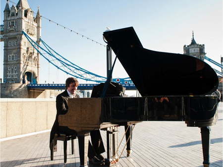 olmpianist at tower bridge