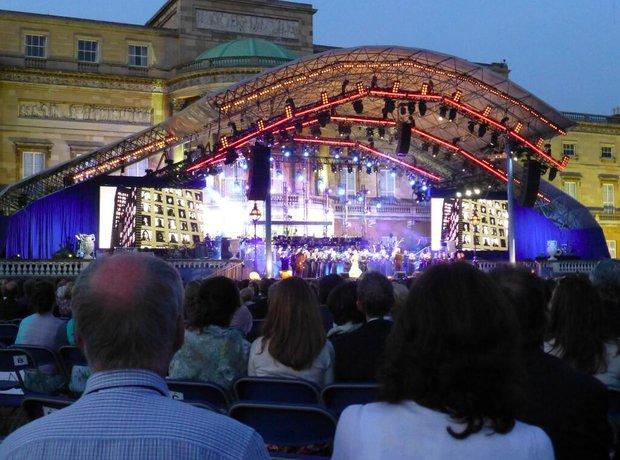 Eric Whitacre's Virtual Choir 4 premiere