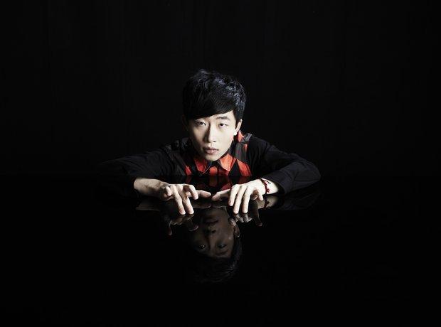 Ji Liu Press Shot 2013