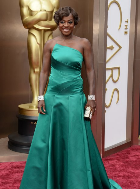 Viola Davis at the Oscars 2014 red carpet