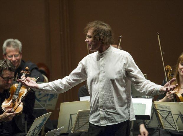 Julian Lloyd Webber cellist farewell performance