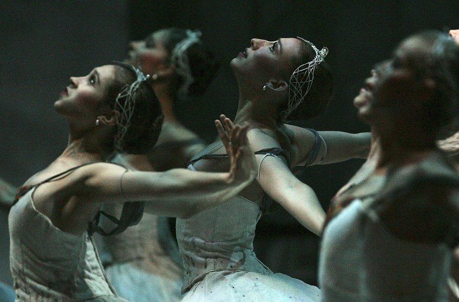 Ballet swan lake edinburgh festival