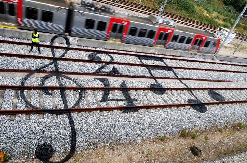 Train track art